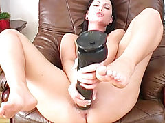 seks shop, Belicia Ramming A Thick Brutal Dildo