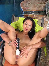 Hot Babe with Shaved Vagina of 737 Vicki Chase
